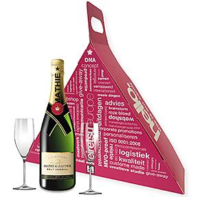 Voorbeeld van milieuvriendelijke verpakking, milieuvriendelijke doos met handvat, door met champagne, doos met wijn, cadeaudoos met champagne en glazen.jpg